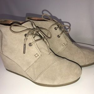 Toms Tan Suede Wedge Lace Up Bootie - 7